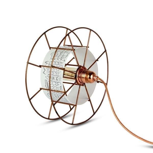 Spool Floor is een koperen Design lamp van Tolhuijs Design. Duurzame vloerlamp van gerecycled materiaal bij Studio Perspective.