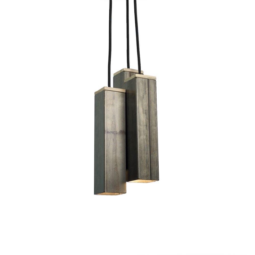 Andy White van Tolhuijs Design is een witte metalen hanglamp gemaakt van afval bij Studio Perspective.