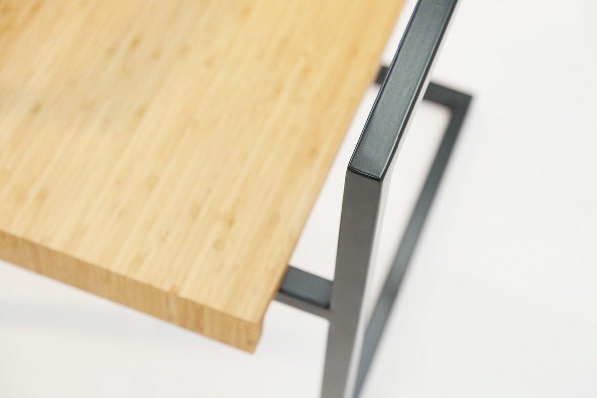 Mogelijkheid Collectie designstoel Eroll. Fauteuil met houten zitvlak en metalen frame