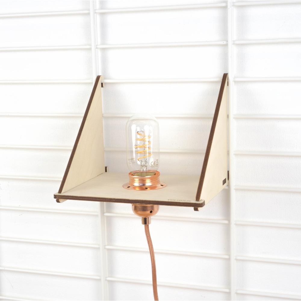 Fency wandrek plankje met langwerpige led lamp koper
