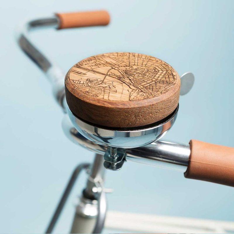 Originele fietsbel van hout bij Studio Perspective