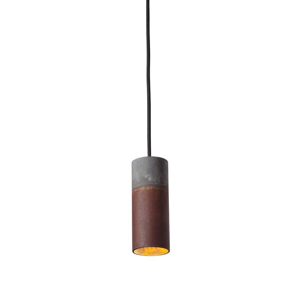 Roest Vertical 30 Zinc is een industriële hanglamp van Karven. De duurzame hanglamp is verkrijgbaar bij Studio Perspective
