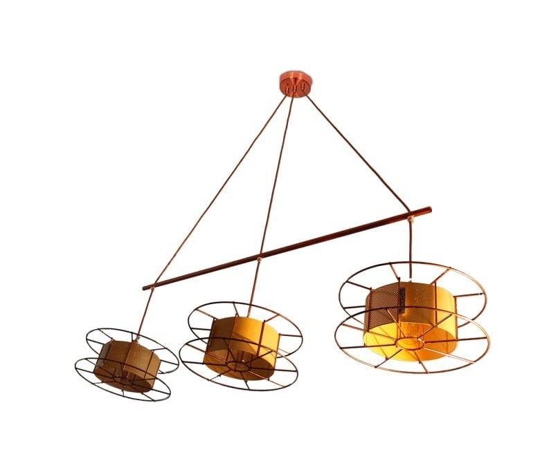 Spool Triple Basic is een koperen hanglamp van Tolhuijs Design. Een Design lamp van gerecycled materiaal bij Studio Perspective.