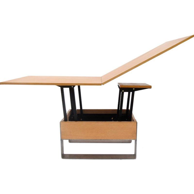 In hoogte verstelbare tafel van hout