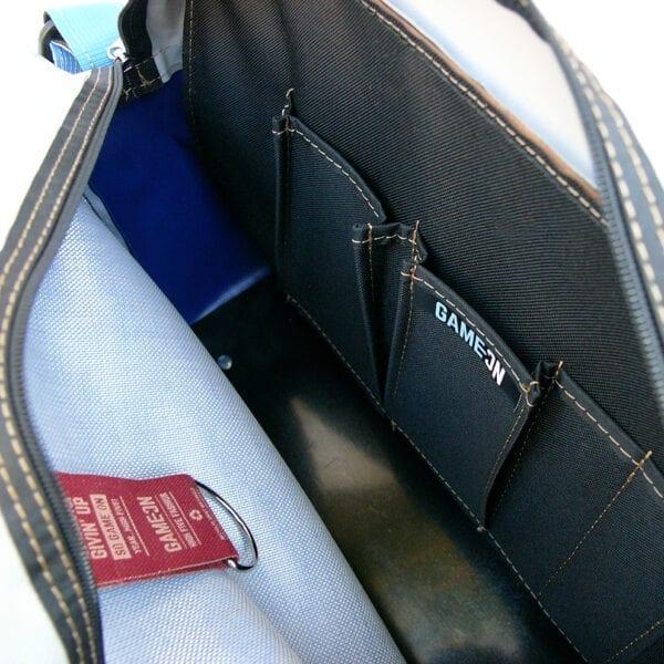 Traveller Bag Nagano schoudertas van gerecyclede materialen leer en kunststof blauw