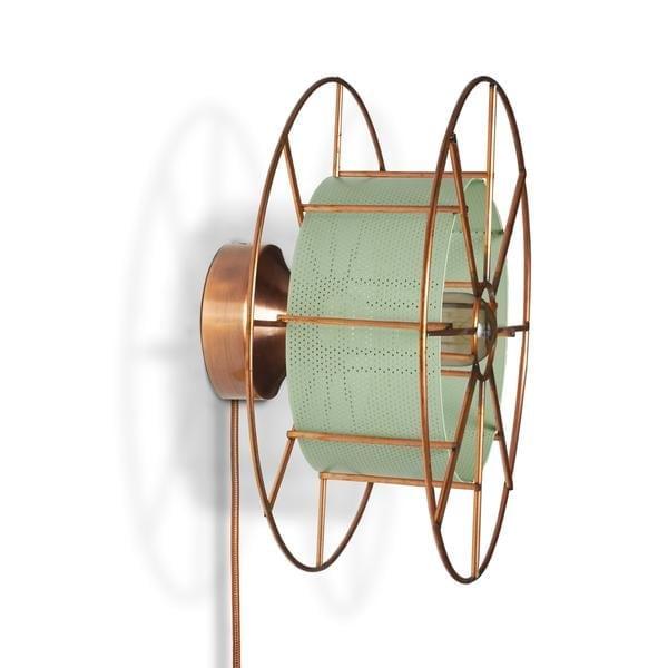 SPOOL WALL WHITE is een koperen wandlamp van Tolhuijs Design. Deze duurzame designlamp is gemaakt van wastematerial.
