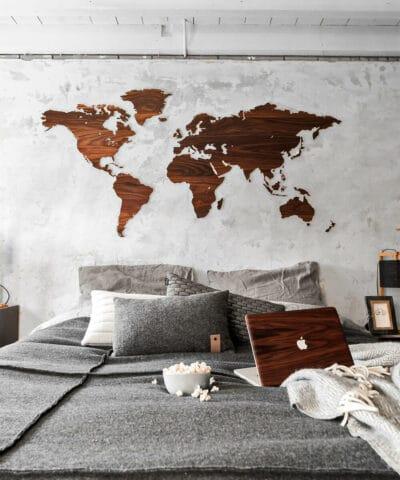 Wooden Amsterdam wereldkaart walnoot bij Studio Perspective
