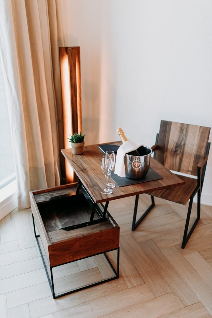 Salontafel van duurzaam hout en metaal