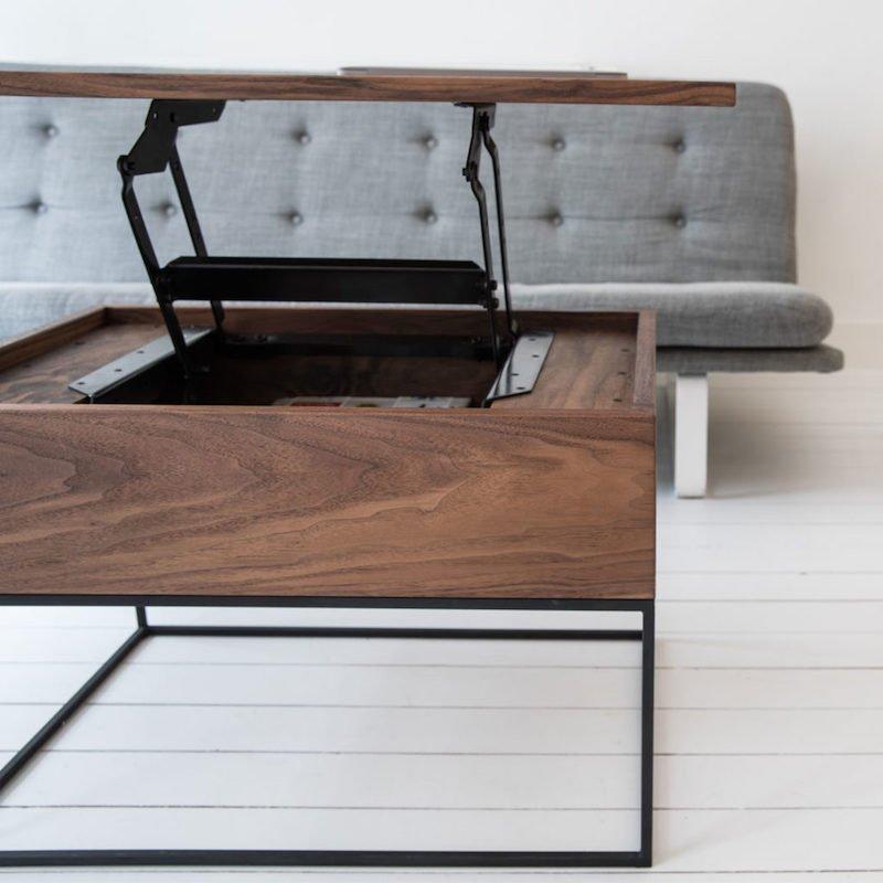 duurzame kantoorinrichting met in hoogte verstelbare houten tafel.