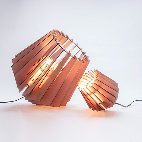 De Mini-spot Van Tjalle en Jasper is een lasergesneden houten lampje. Duurzame tafellamp bij Studio Perspective.