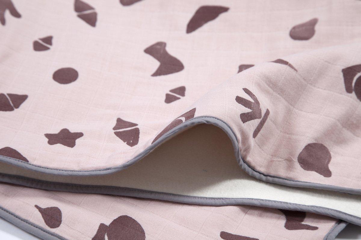 babydekentje roze voor de wieg bij Studio Perspective