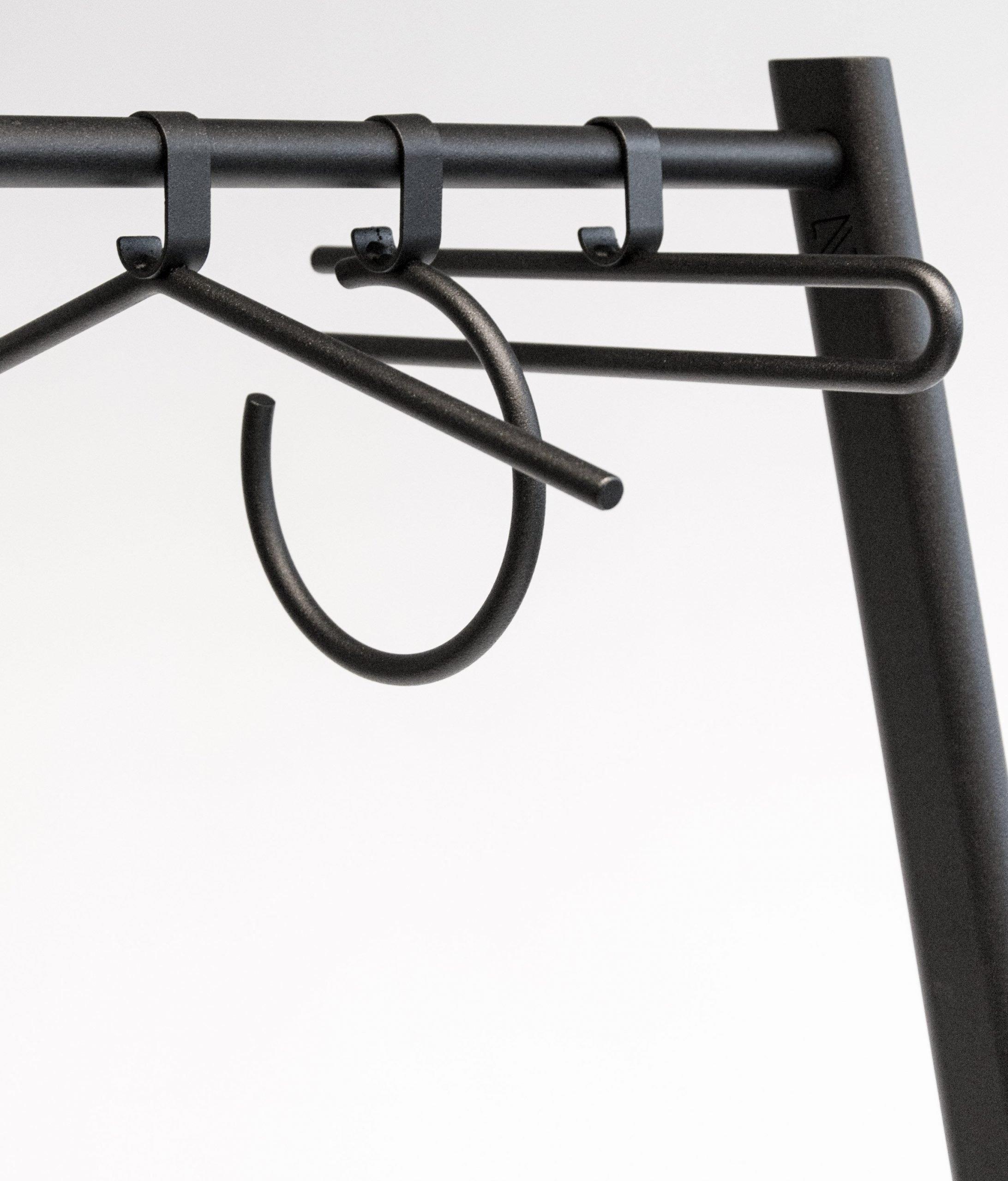 Circulaire kledinghangers gemaakt van restmaterialen bij Studio Perspective