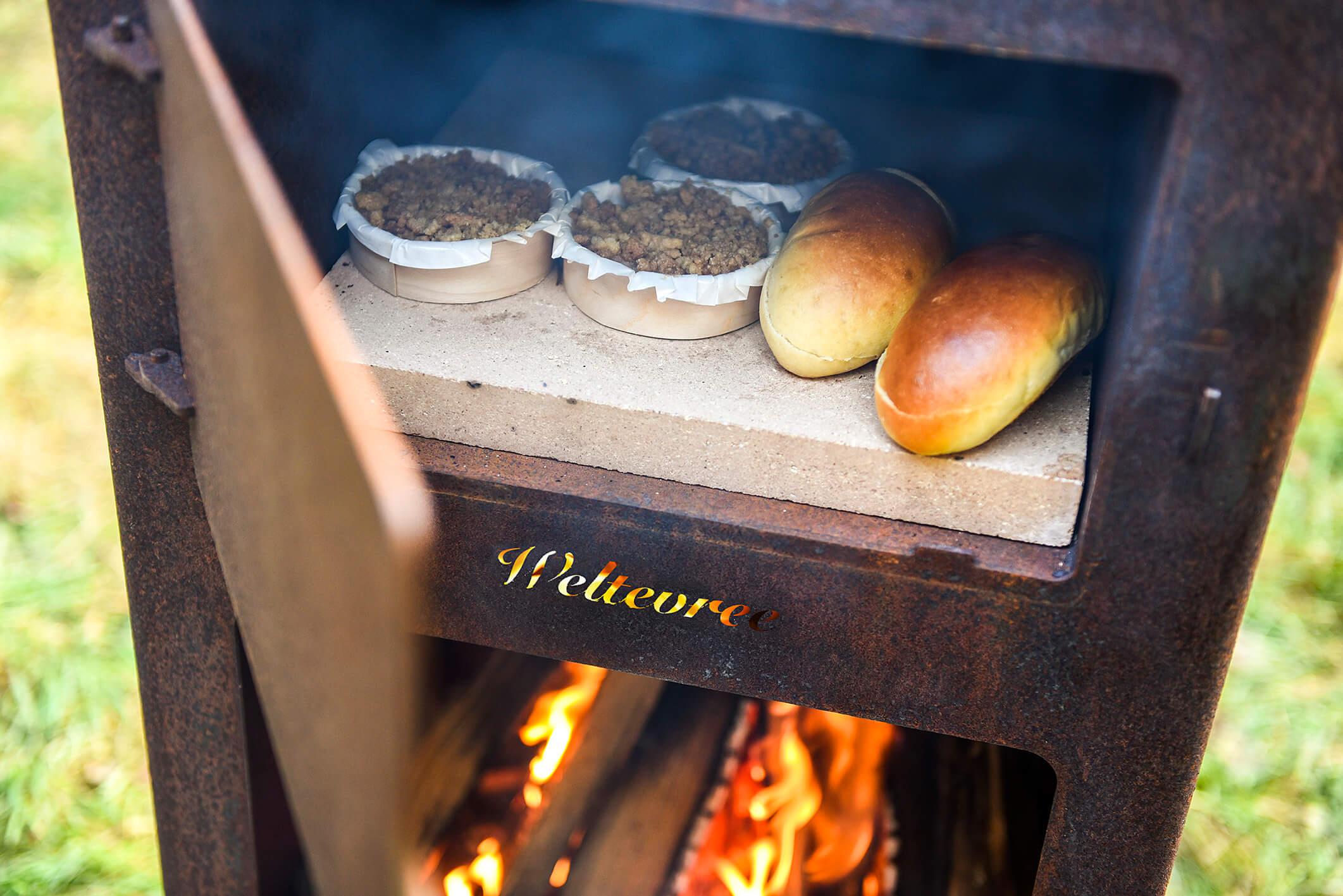 bakken in de oven in de tuin Weltevree