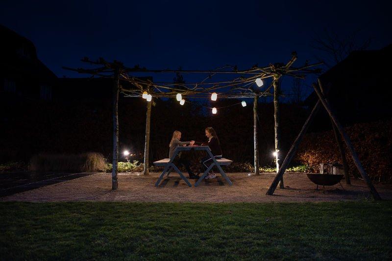 buitenverlichting met picknicktafel van Weltevree