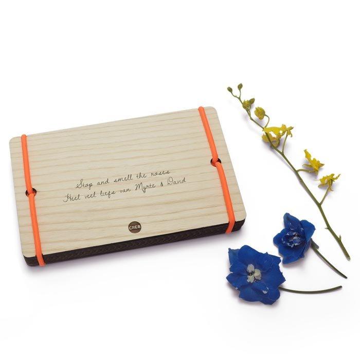 Bloemenpers met naam oranje elastiek