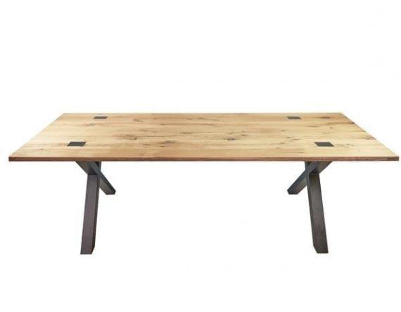 Able Wagon Delen Eiken is een eikenhouten tafel met metalen onderstel van Tolhuijs Design. Maatwerk tafel van duurzaam materiaal.