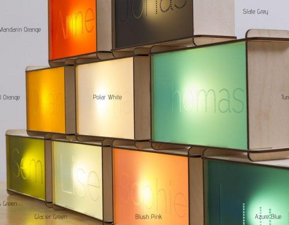 De Naamlamp van CRE8 is een kinderlamp met naam van het kind. Leuk voor de eigen kinderkamer en een origineel kraamcadeau.