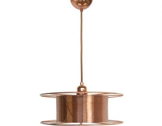 Spool Deluxe is een koperen hanglamp van Tolhuijs Design. Duurzame designlamp, gemaakt van een oude spoel bij Studio Perspective.