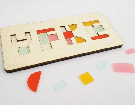 CRE8 Naampuzzel is een houten kinderpuzzel mét naam van het kind. Origineel en persoonlijk kraamcadeau bij Studio Perspective.