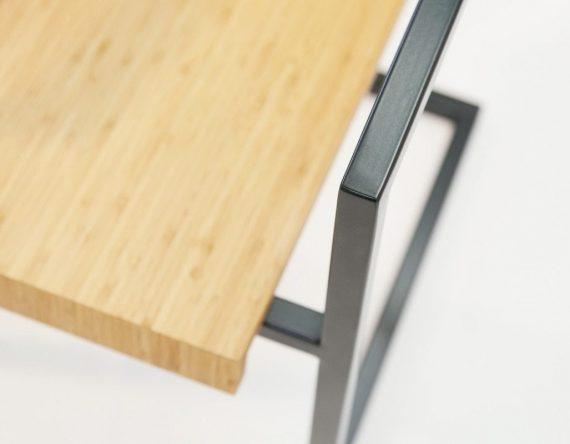 STOEL EROLL is een duurzame fauteuil uit de Mogelijkheid Collectie. Je kunt deze houten designstoel zelf samenstellen.
