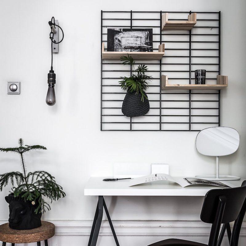 Fency zwart metalen wandrek Tolhuijs met verplaatsbare houten plankjes