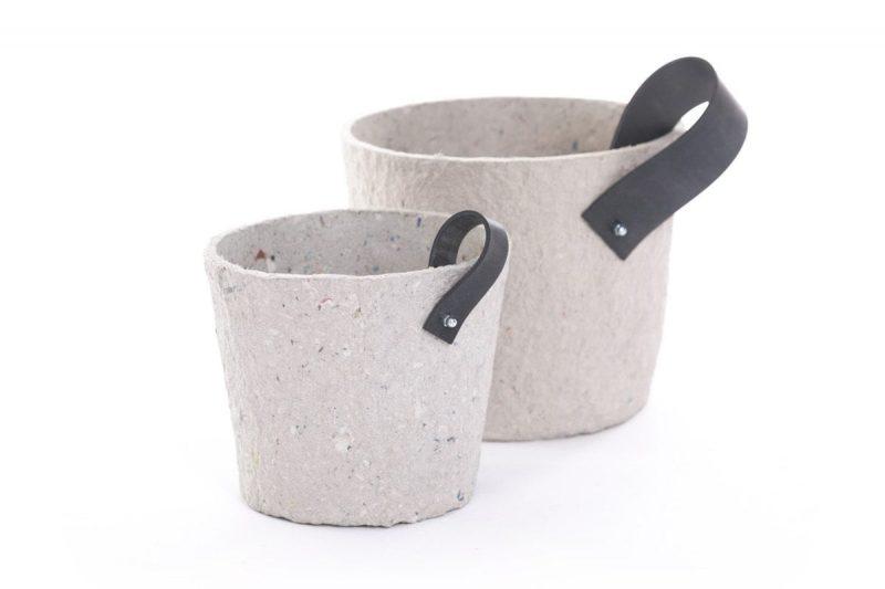 Paper Pot Grey van Rescued is een duurzame bloempot gemaakt van gerecycled materiaal. Duurzaam design bij Studio Perspective.