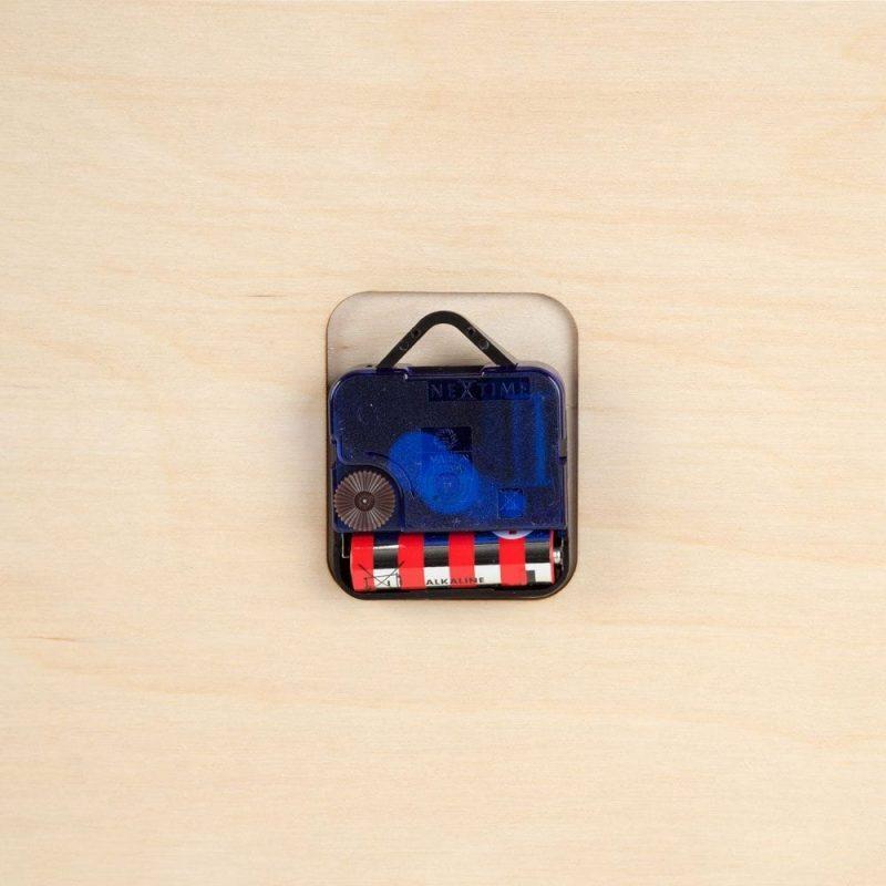 De Mozaïek Klok van CRE8 is een duurzame houten kinderklok die opvalt door zijn grootte en kleur bij Studio Perspective.