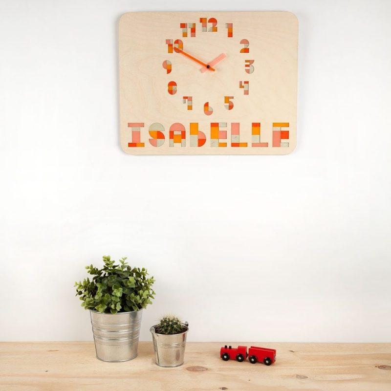 De Naamklok is een originele, duurzame kinderklok mét naam van het kind en daarom ook een origineel en persoonlijk kraamcadeau.