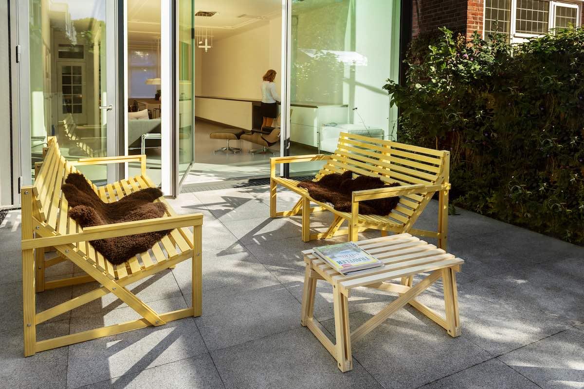 De Patiobench 2-3 seater van Weltevree is een comfortabele Design buitenbank van duurzaam Accoya® hout bij Studio Perspective.
