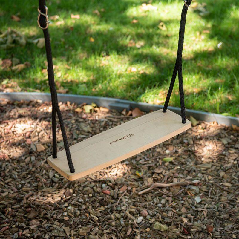 De Swing van Weltevree is een schommel voor binnen en buiten voor volwassenen bij Studio Perspective.