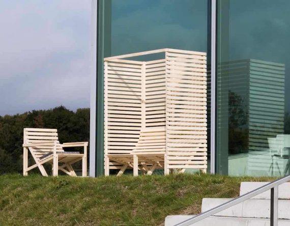 patio high back, weltevree patio houten tuinbank. houten bank geschikt voor tuin en kantoorruimte. Bank geef privacy door hoge leuning. dutch duurzaam design. Houten tuinmeubel.