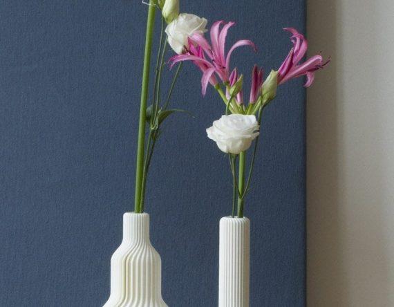 3D-geprinte vaas nr 1 is een duurzame geprinte vaas van CRE8 verkrijgbaar in vier kleuren bij Studio Perspective.