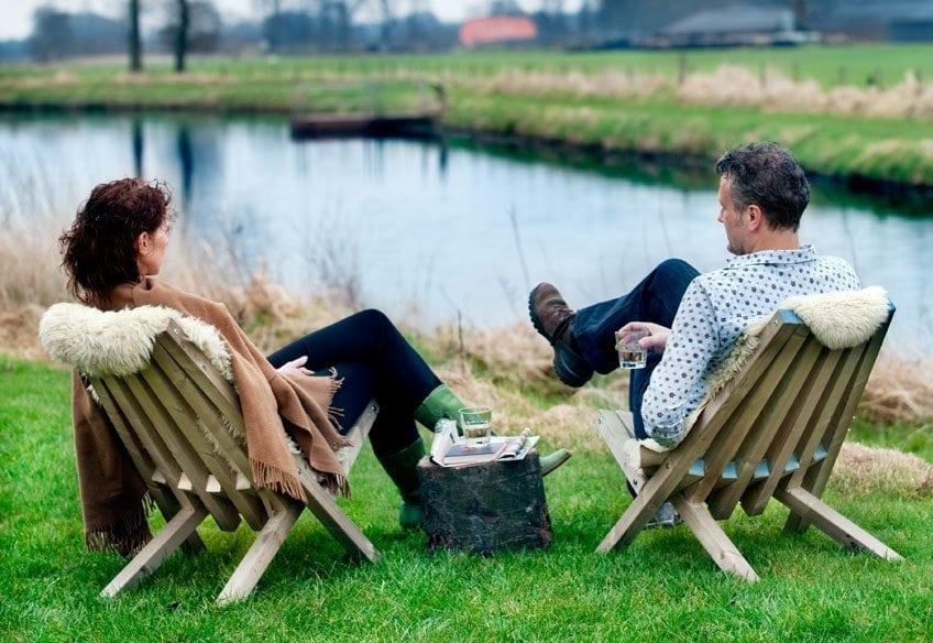 De Fielchair is een comfortabele houten tuinstoel van Weltevree. De duurzame stoel is inklapbaar en koop je per stuk of per set.