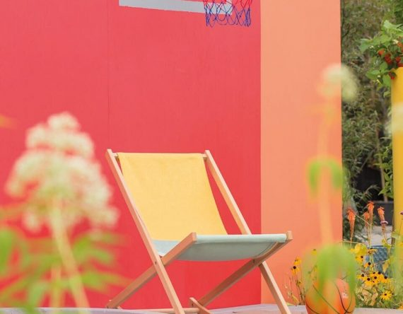 De Beach Rocker van Weltevree is een strandstoel en schommelstoel ineen! Een duurzaam design buitenmeubel bij Studio Perspective.