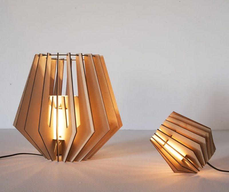 De Mini-spot Van Tjalle en Jasper is een houten tafellampje en een perfect cadeau voor een housewarming bij Studio Perspective.