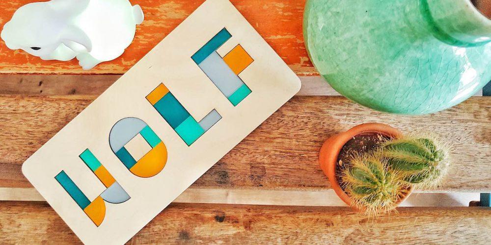 Tijdschrift Ouders van Nu schrijft over Studio Perspective! Het maandblad besteed aandacht aan gepersonaliseerd speelgoed in de vorm van persoonlijke en originele naamcadeaus en kraamcadeaus. Deze toffe Naampuzzel van sociale firma CRE8 in Amsterdam, past prima in het rijtje thuis. De Naampuzzel is te zien in op pagina 101 in Ouders van nu nummer 5. De puzzel bestel je bij ons online en wordt naar jou of naar de kersverse ouders thuis gestuurd.