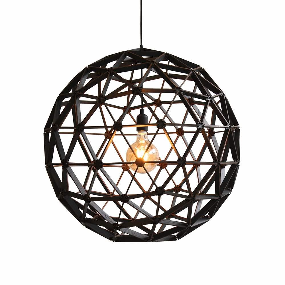 Bollelamp ø75cm is een handgemaakte houten lamp van Binthout. De hanglamp wordt gemaakt van duurzaam hout bij Studio Perspective.