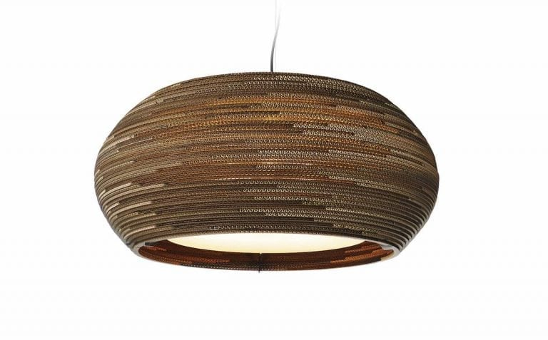 De Scraplight Ohio 32 van Graypants is een duurzame en handgemaakte designlamp en past perfect in een duurzaam kantoorinterieur.
