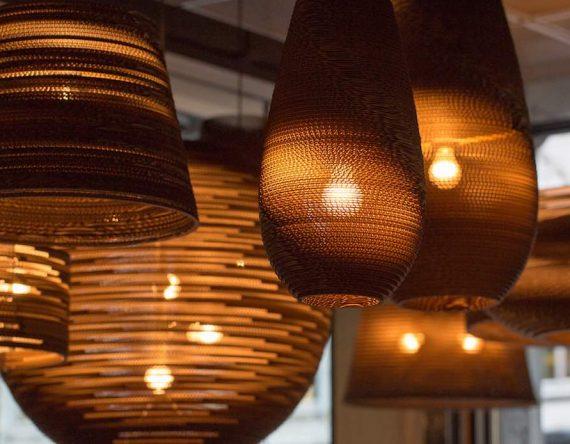 De Scraplight Moon 18 van Graypants is een handgemaakte hanglamp van gerecycled materiaal bij Studio Perspective.