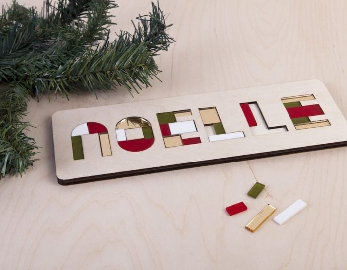 De Kerst Naampuzzel van CRE8 is een houten kinderpuzzel in kerstkleuren mét naam van het kind. De Kerst Naampuzzel is daardoor een origineel en persoonlijk kerstcadeau.