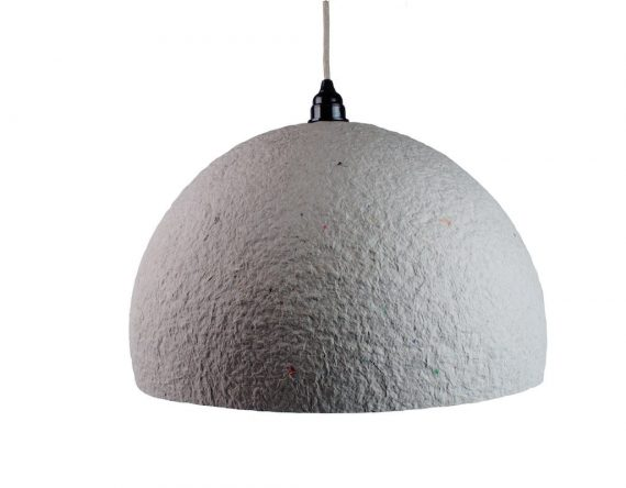 Betonlook hanglamp The Latest Edition van Rescued is gemaakt van gerecycled materiaal. Unieke en handgemaakte Dutch Design lamp.