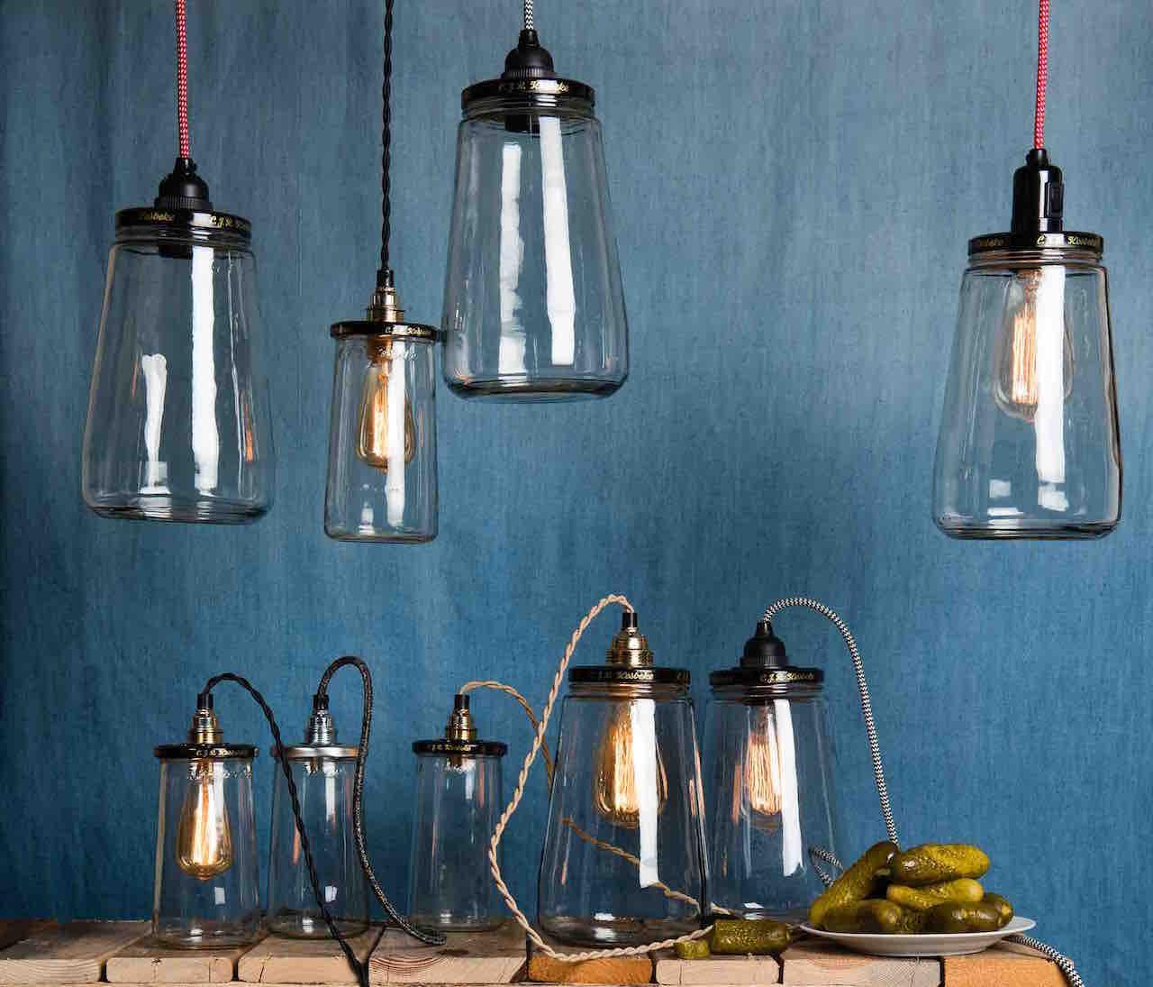 Augurkenpot lampen van Rescued, een duurzaam cadeau voor de feestdagen.