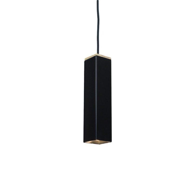 Andy White van Tolhuijs Design is een zwarte hanglamp gemaakt van restmateriaal bij Studio Perspective.