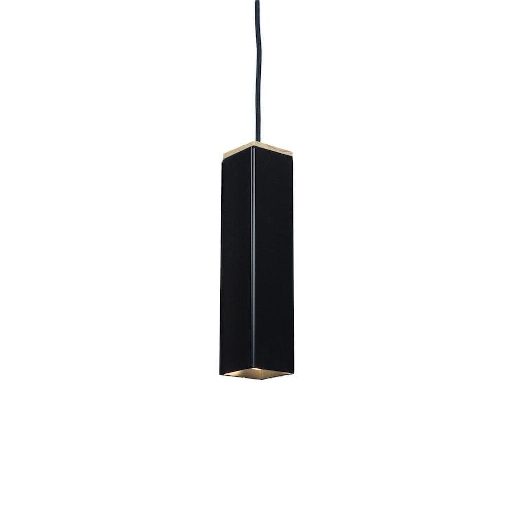 Andy Black van Tolhuijs Design is een zwarte hanglamp gemaakt van restmateriaal bij Studio Perspective.