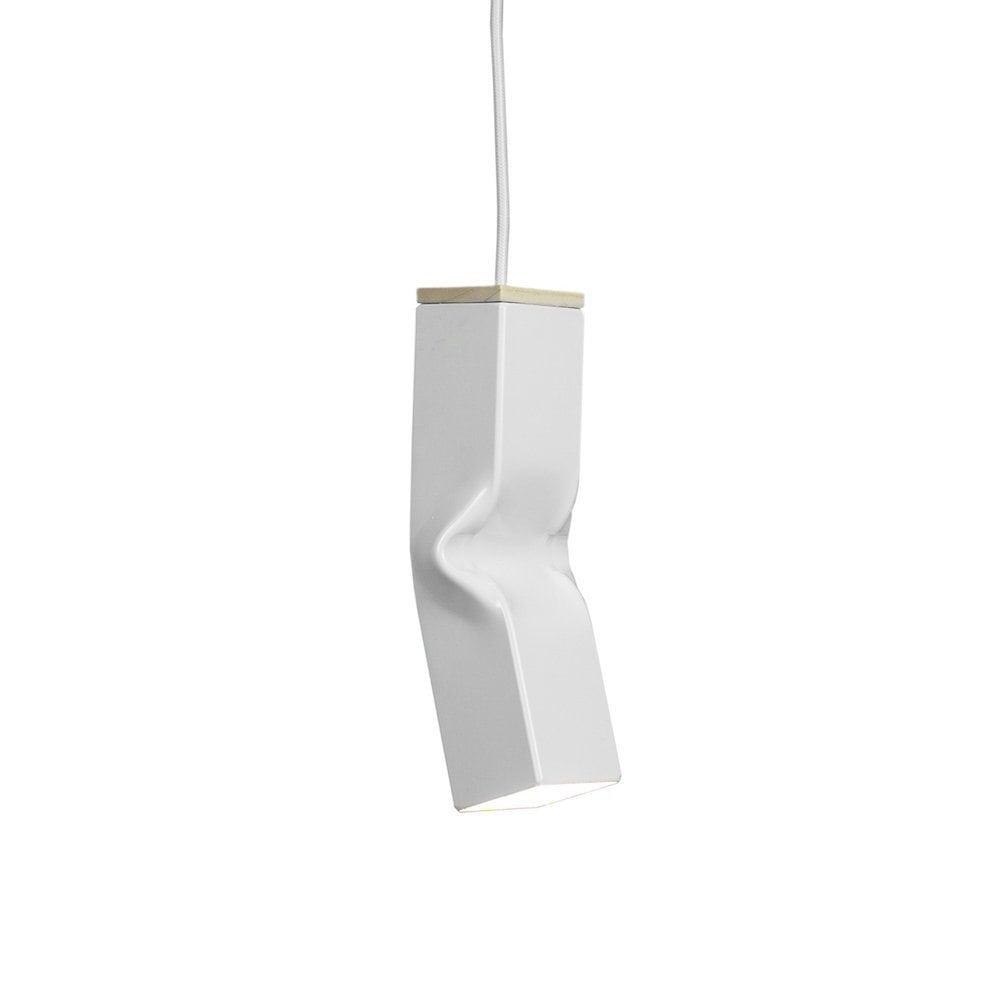 Bendy White van Tolhuijs Design is een witte hanglamp gemaakt van afval.
