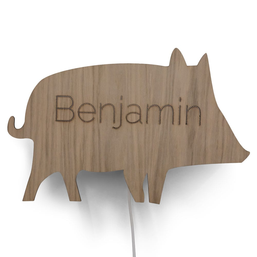 De Beestenbos Wandlamp Everzwijn van CRE8 is een originele lamp in de vorm van een zwijn mét de naam van de kleine.