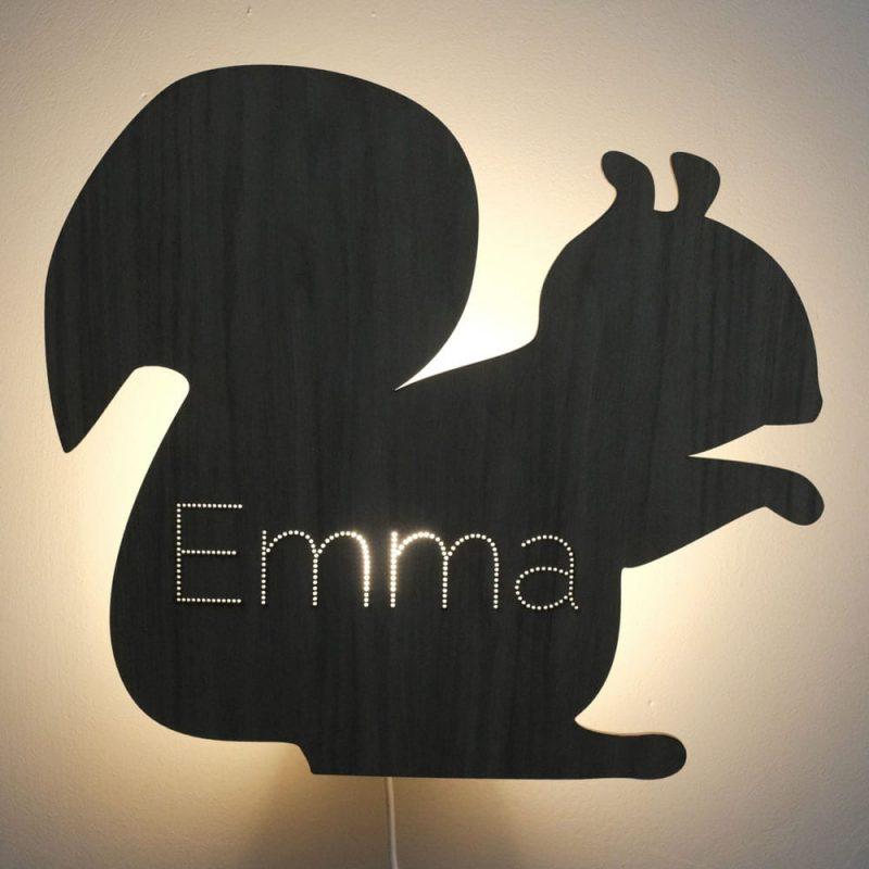 De Beestenbos Wandlamp Eekhoorn van CRE8 is een origineel en persoonlijk kraamcadeau met naam bij Studio Perspective.