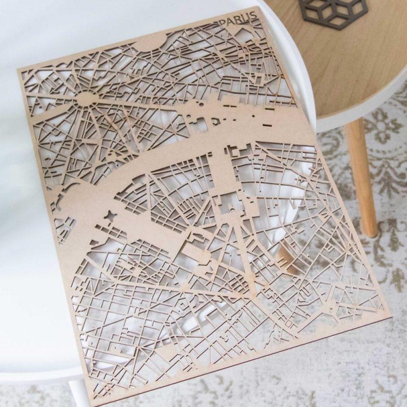 PlanqKaart Houten Stadskaart Parijs is een houten stadsplattegrond van Parijs voor aan de muur.