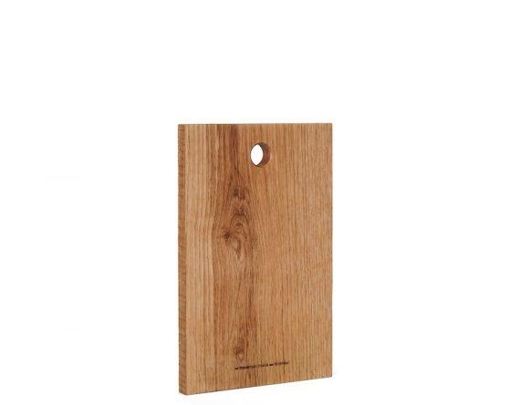 Origineel relatiegeschenk en kerstpakket met een eikenhouten hapjesplank van duurzaam hout bij Studio Perspective
