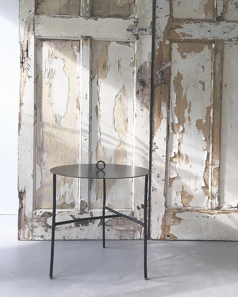 K'willeminhuis bijzettafel van metaal bij Studio Perspective